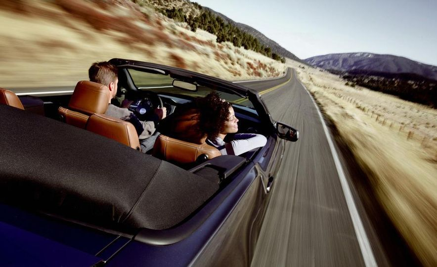 2013 Ford Mustang GT convertible - Slide 17