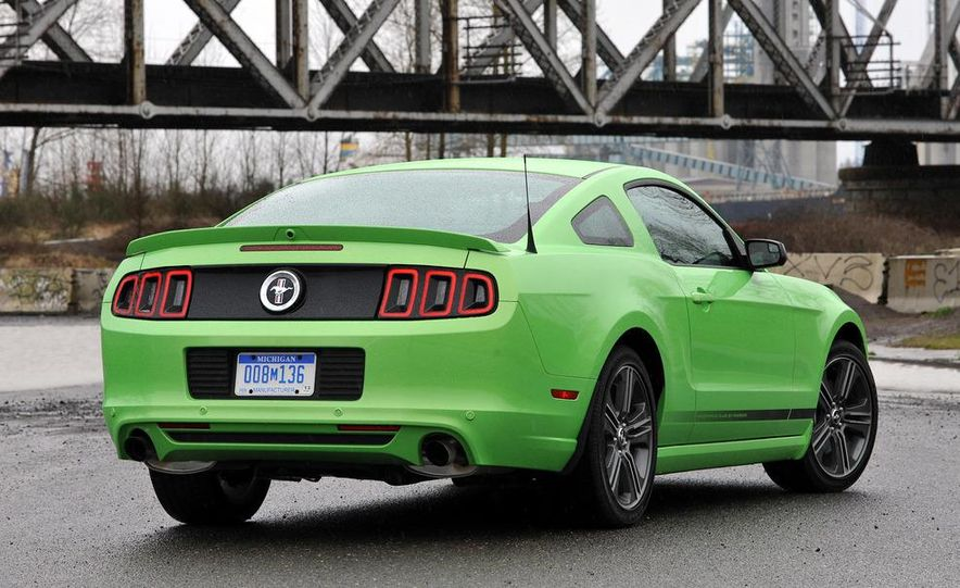 2013 Ford Mustang GT convertible - Slide 32