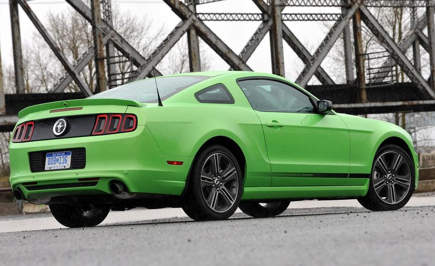 2013 Ford Mustang GT convertible - Slide 33