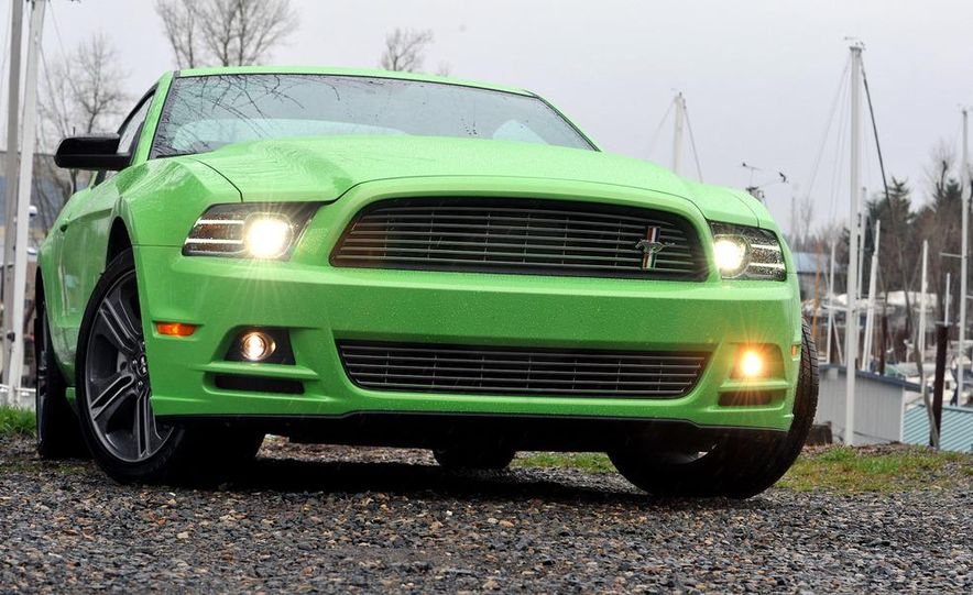 2013 Ford Mustang GT convertible - Slide 22