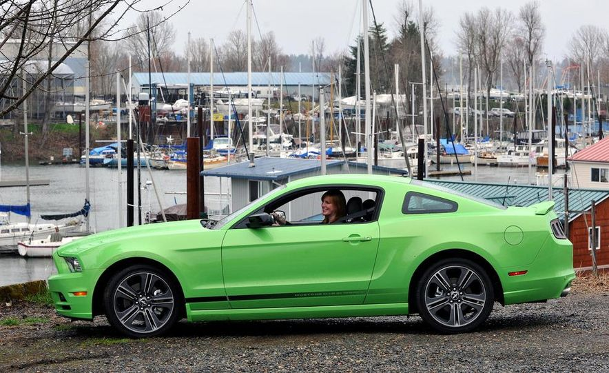 2013 Ford Mustang GT convertible - Slide 31