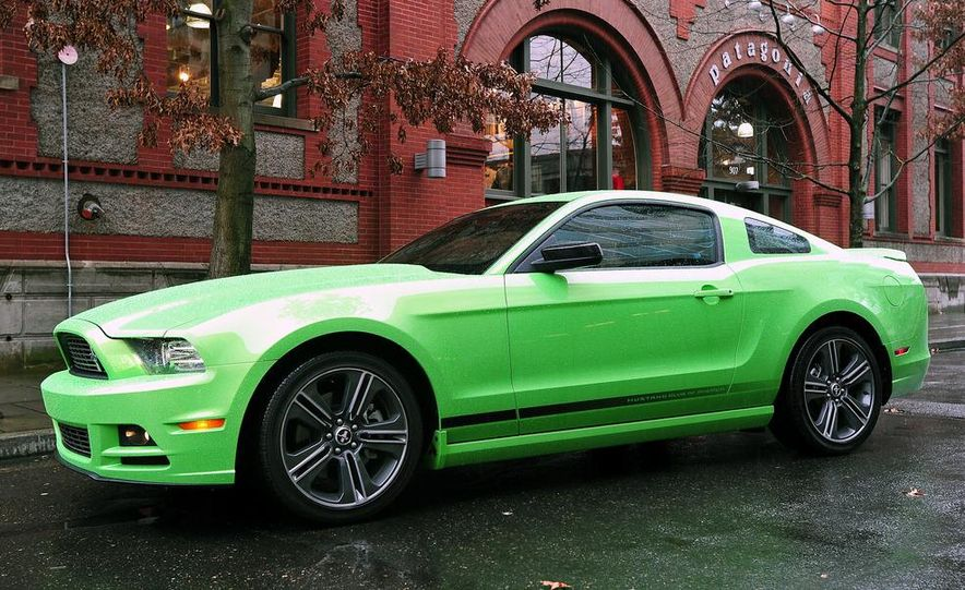 2013 Ford Mustang GT convertible - Slide 29