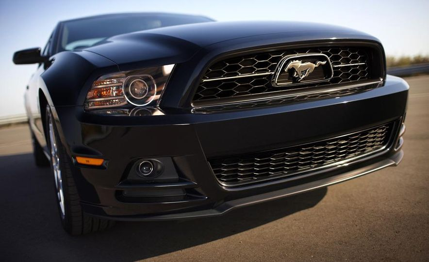 2013 Ford Mustang GT convertible - Slide 41