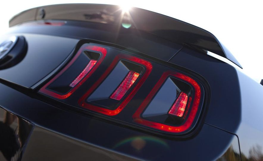 2013 Ford Mustang GT convertible - Slide 42