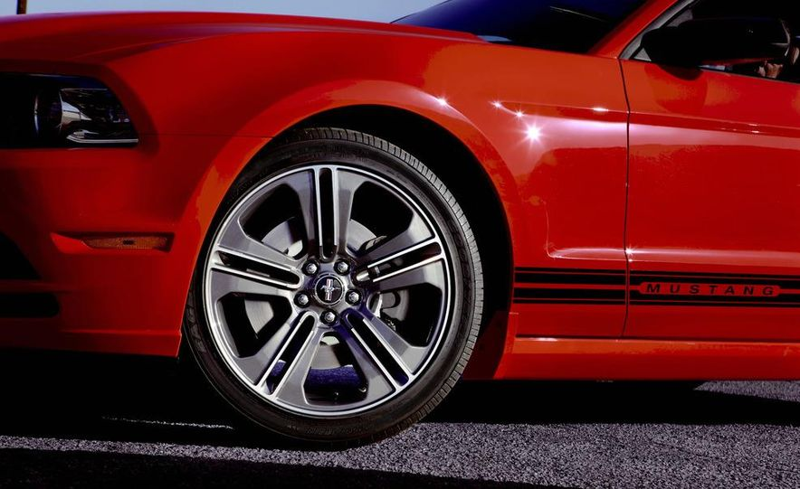 2013 Ford Mustang GT convertible - Slide 44