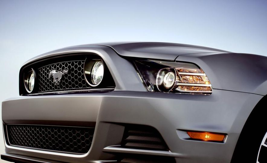 2013 Ford Mustang GT convertible - Slide 45