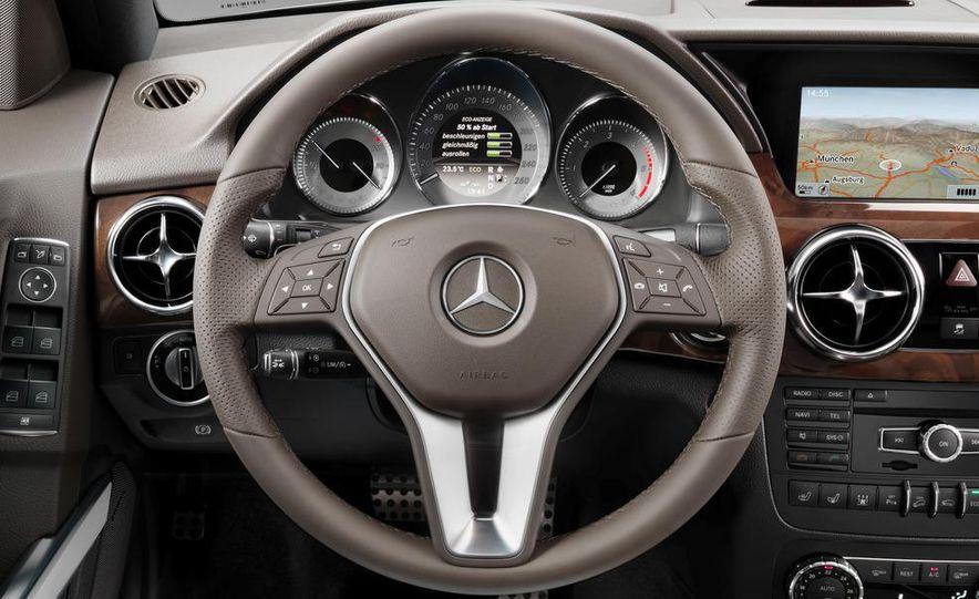 2013 Mercedes-Benz GLK350 - Slide 40