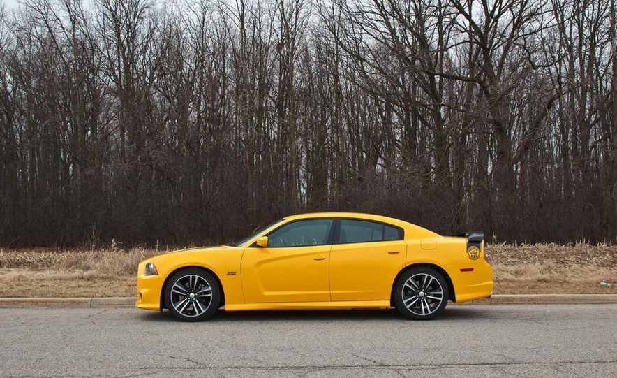 2012 Dodge Charger SRT8 Super Bee - Slide 4