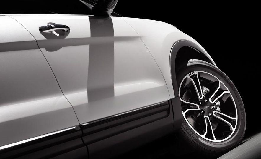 2013 Ford Explorer Sport - Slide 21