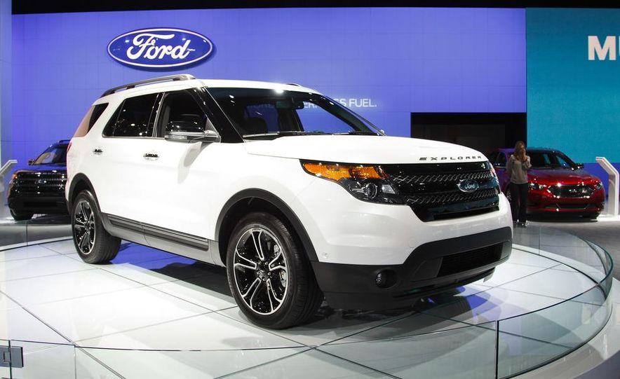2013 Ford Explorer Sport - Slide 1