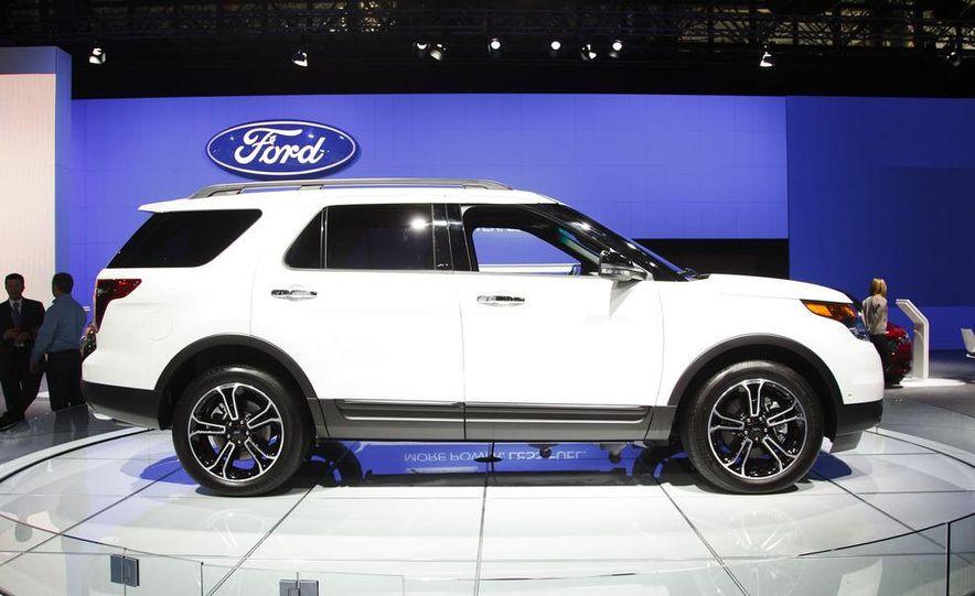 2013 Ford Explorer Sport - Slide 3