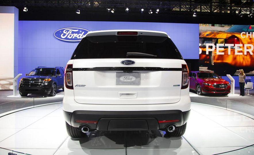 2013 Ford Explorer Sport - Slide 6