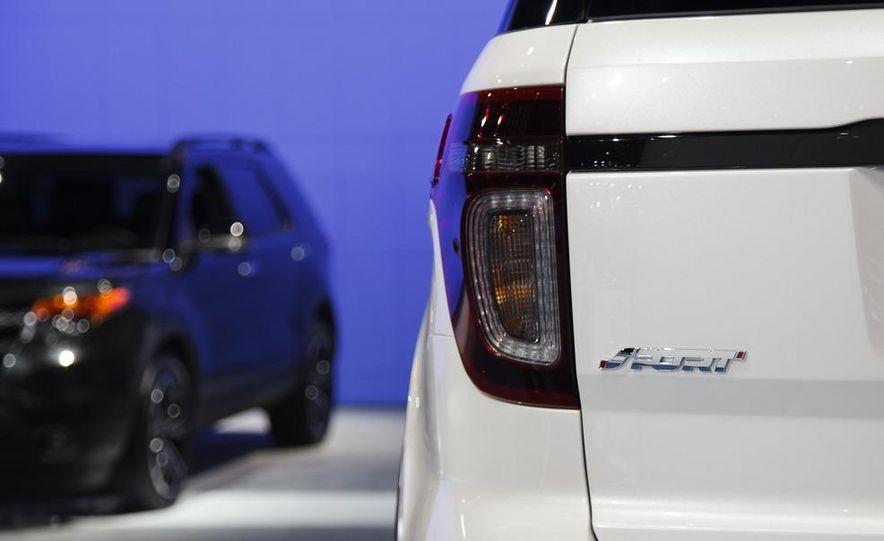 2013 Ford Explorer Sport - Slide 9