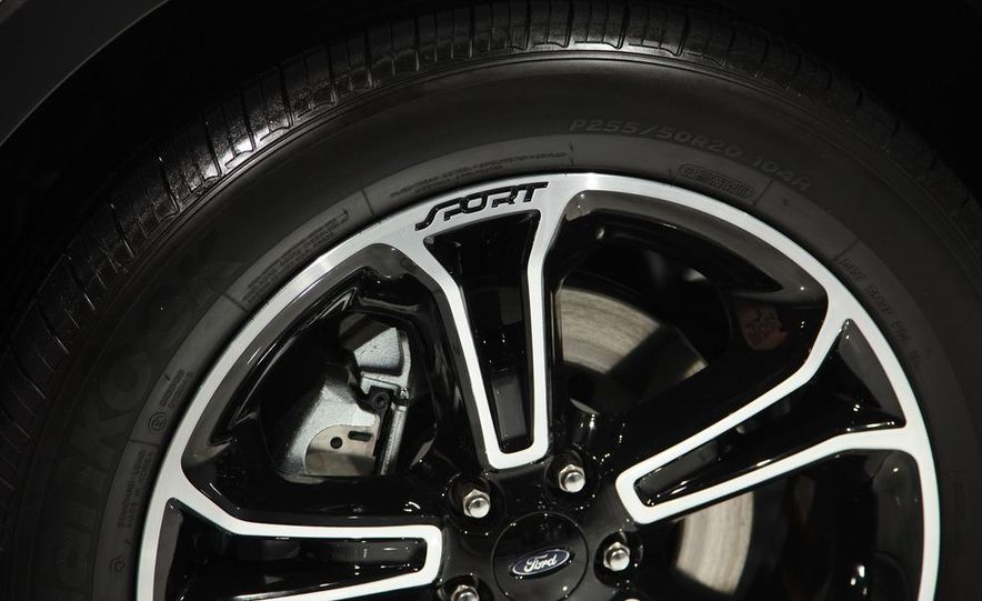 2013 Ford Explorer Sport - Slide 10