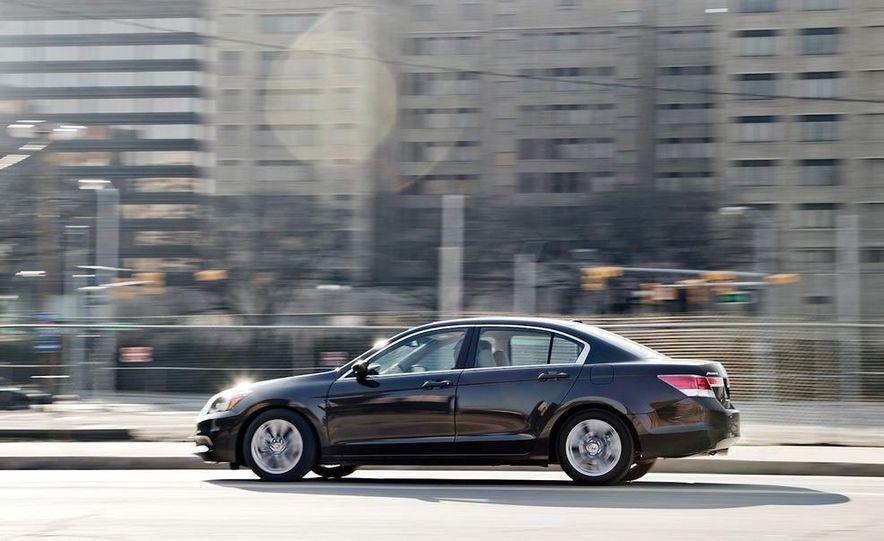 2012 Volkswagen Passat 2.5 SE, 2012 Honda Accord EX-L, 2012 Hyundai Sonata SE, 2012 Toyota SE, 2012 Kia Optima EX, and 2013 Chevrolet Malibu Eco - Slide 19