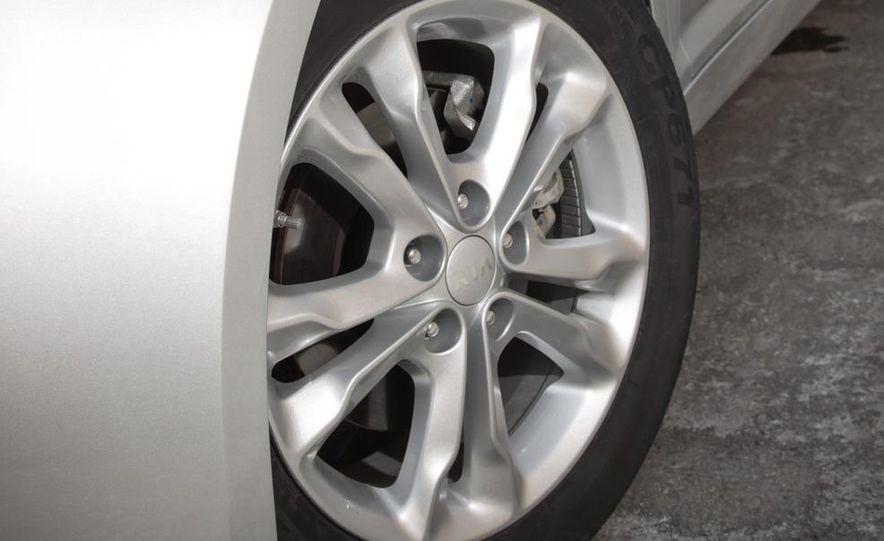 2012 Volkswagen Passat 2.5 SE, 2012 Honda Accord EX-L, 2012 Hyundai Sonata SE, 2012 Toyota SE, 2012 Kia Optima EX, and 2013 Chevrolet Malibu Eco - Slide 33
