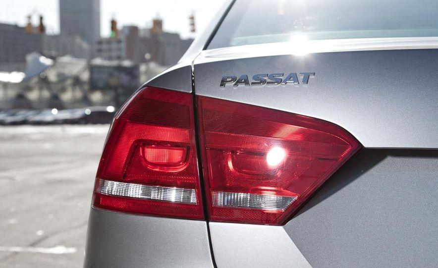 2012 Volkswagen Passat 2.5 SE, 2012 Honda Accord EX-L, 2012 Hyundai Sonata SE, 2012 Toyota SE, 2012 Kia Optima EX, and 2013 Chevrolet Malibu Eco - Slide 10