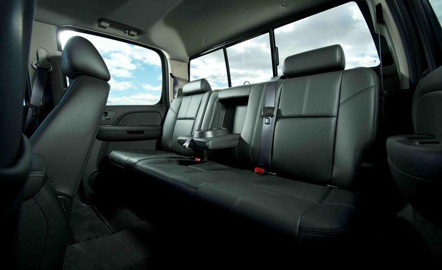 2012 Ford F-250 Super Duty King Ranch 4x4 crew cab and 2012 Chevrolet Silverado 2500 LTZ 4WD crew cab - Slide 18