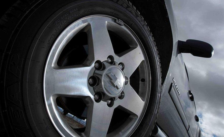 2012 Ford F-250 Super Duty King Ranch 4x4 crew cab and 2012 Chevrolet Silverado 2500 LTZ 4WD crew cab - Slide 17