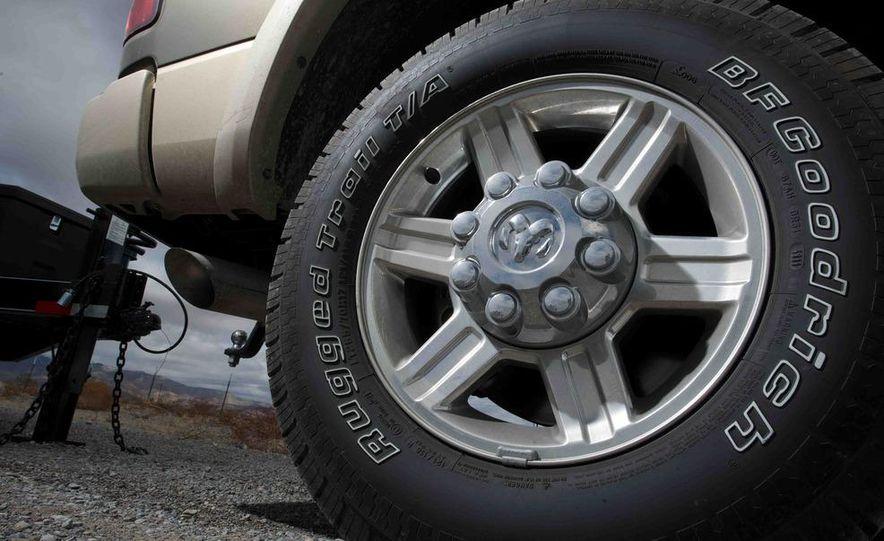 2012 Ford F-250 Super Duty King Ranch 4x4 crew cab and 2012 Chevrolet Silverado 2500 LTZ 4WD crew cab - Slide 30