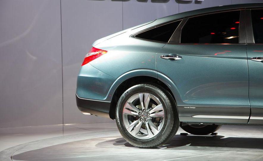 2013 Honda Crosstour concept - Slide 8