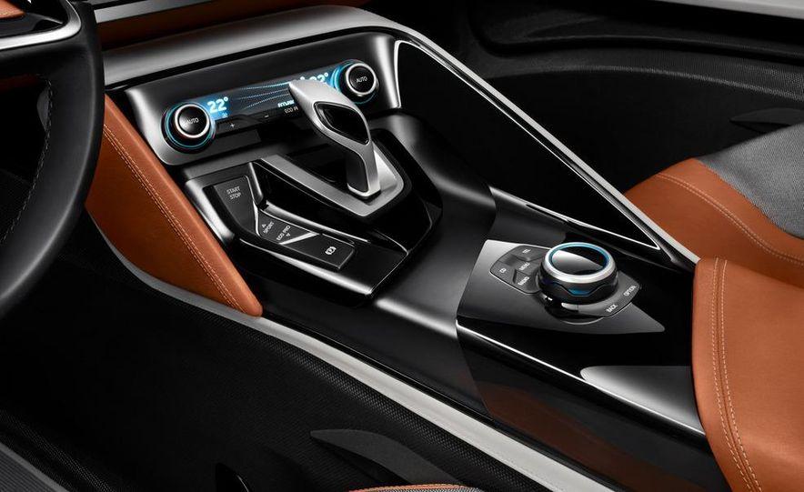 BMW i8 Concept Spyder - Slide 14