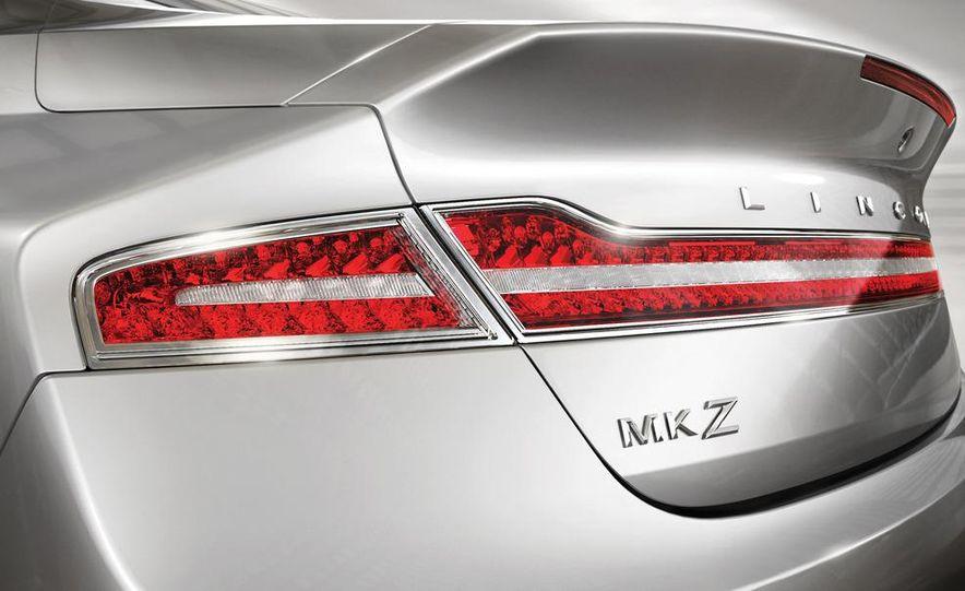 2013 Lincoln MKZ - Slide 22