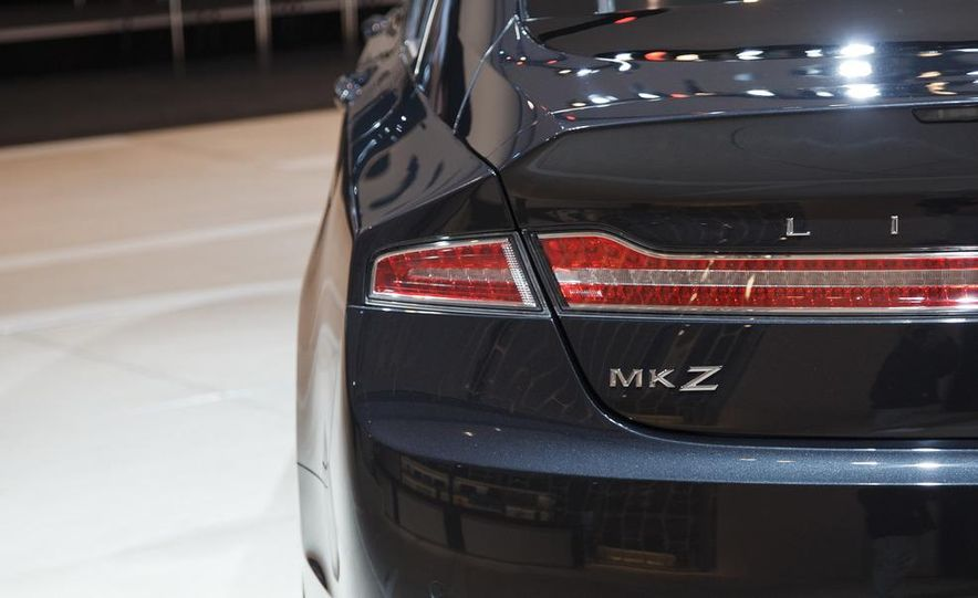 2013 Lincoln MKZ - Slide 17