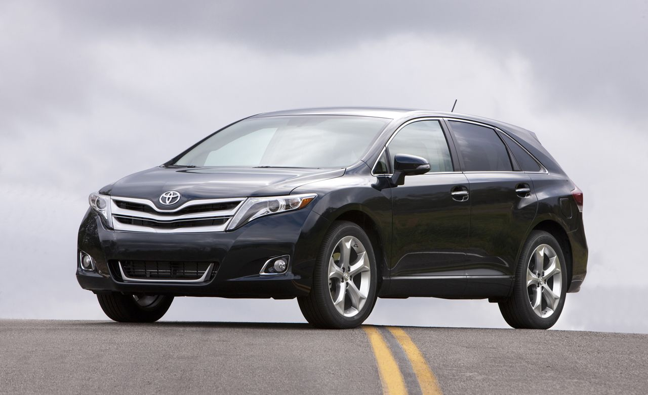 toyota venza reviews toyota venza price photos and specs car and driver. Black Bedroom Furniture Sets. Home Design Ideas