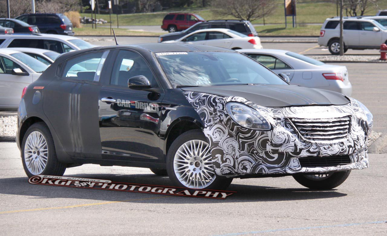 2014 Chrysler 100 Spy Photos