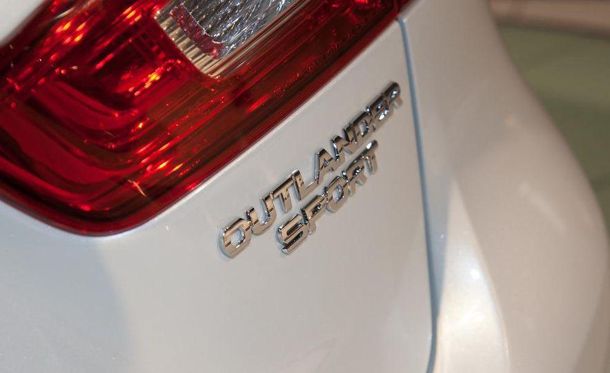 2013 Mitsubishi Outlander Sport - Slide 17