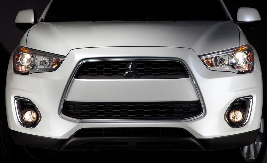 2013 Mitsubishi Outlander Sport - Slide 24