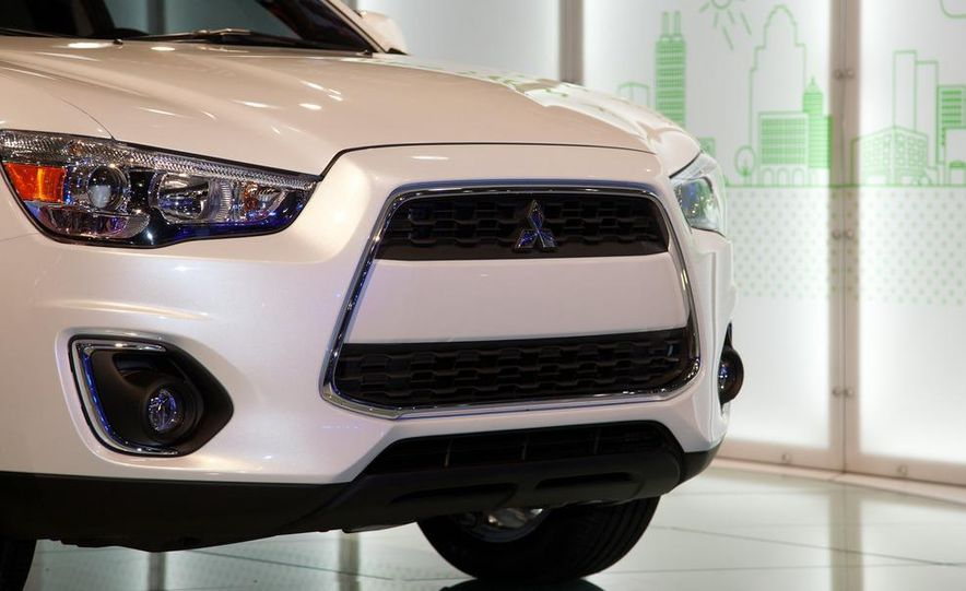 2013 Mitsubishi Outlander Sport - Slide 10