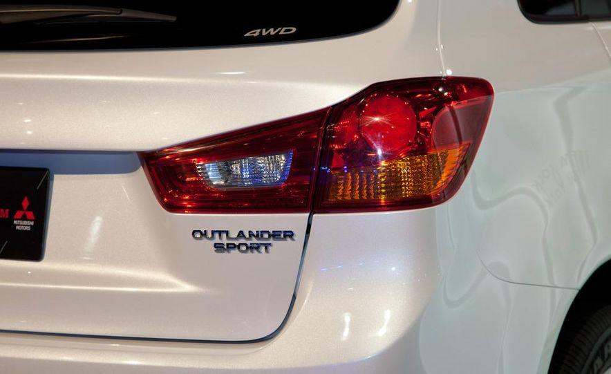 2013 Mitsubishi Outlander Sport - Slide 14