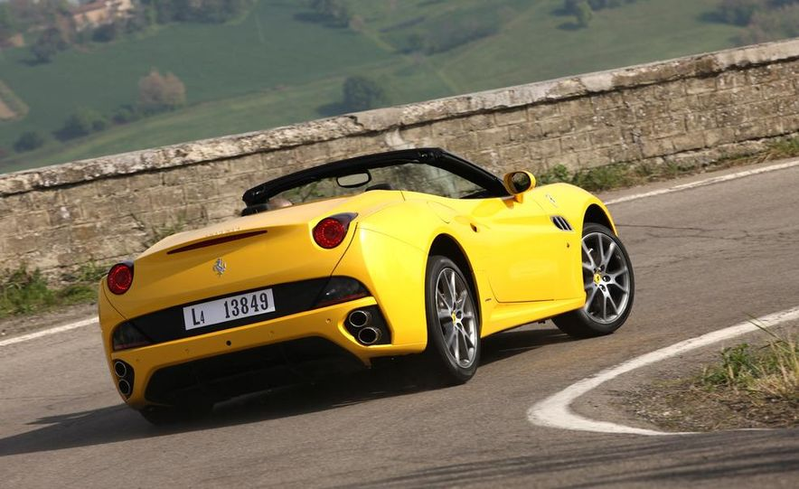 2013 Ferrari California - Slide 15
