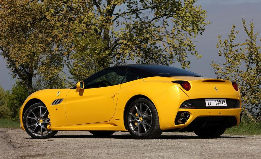 2013 Ferrari California - Slide 25