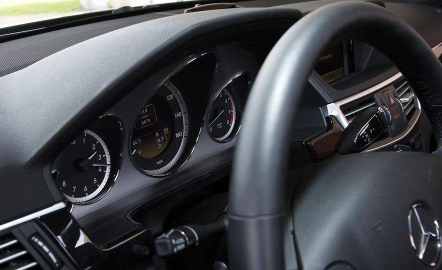 2012 Mercedes-Benz E550 4MATIC Blue Efficiency - Slide 26
