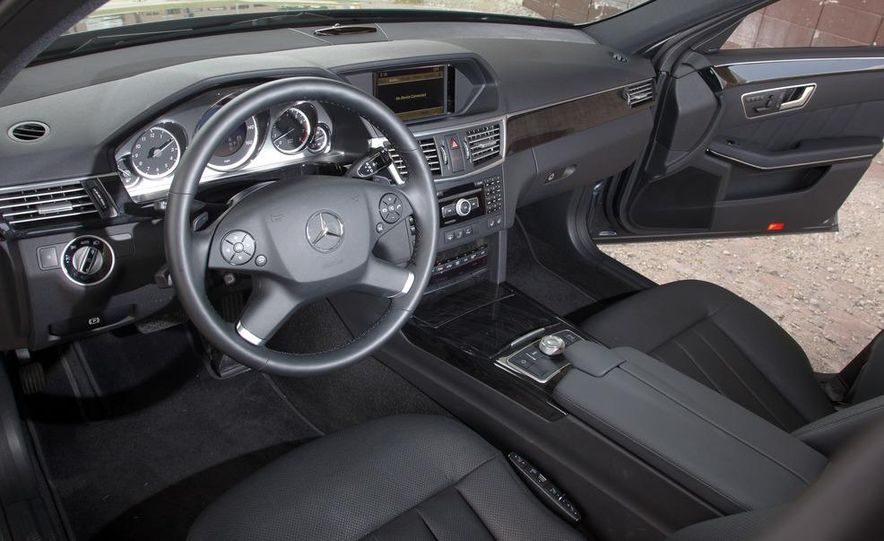 2012 Mercedes-Benz E550 4MATIC Blue Efficiency - Slide 19