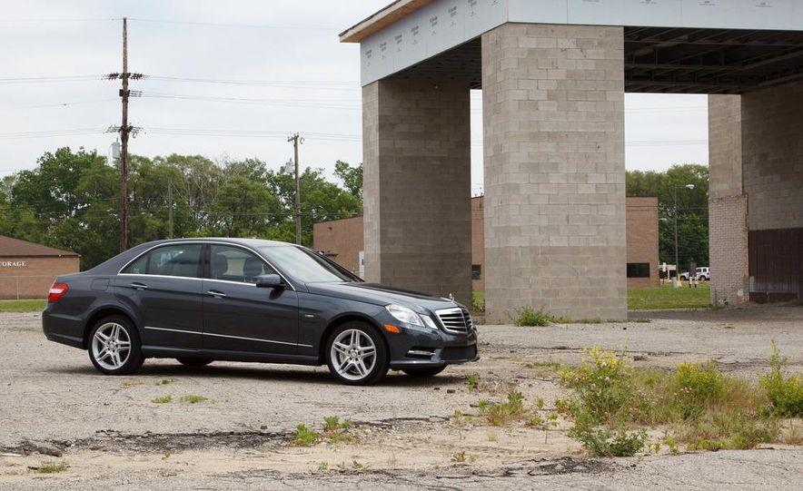 2012 Mercedes-Benz E550 4MATIC Blue Efficiency - Slide 9