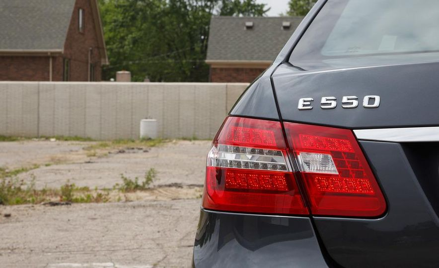 2012 Mercedes-Benz E550 4MATIC Blue Efficiency - Slide 14