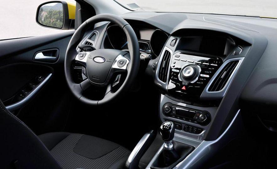 2012 Ford Focus 1.0L EcoBoost - Slide 14