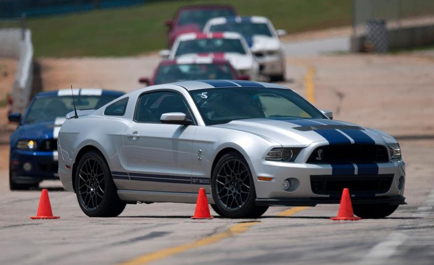 2013 Ford Mustang Shelby GT500 coupe - Slide 1