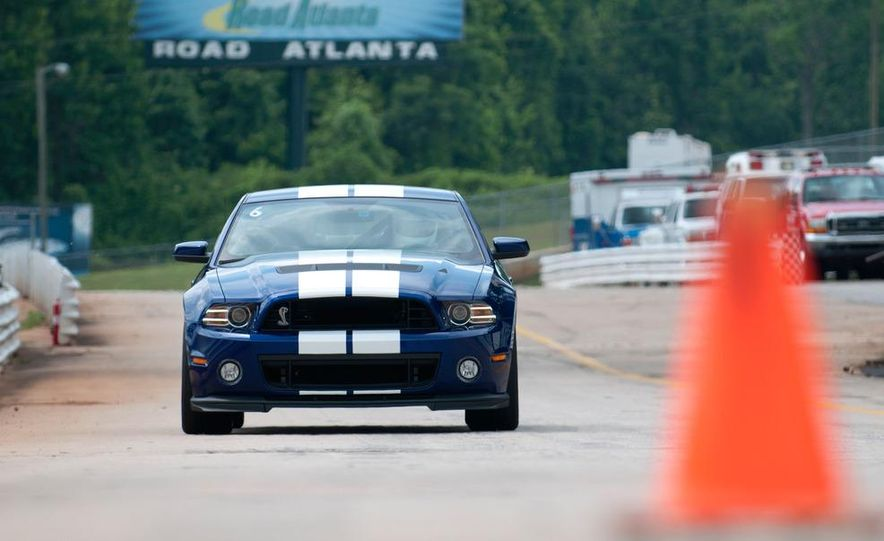 2013 Ford Mustang Shelby GT500 coupe - Slide 4