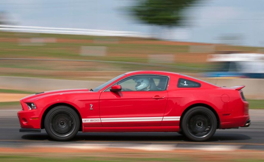 2013 Ford Mustang Shelby GT500 coupe - Slide 14
