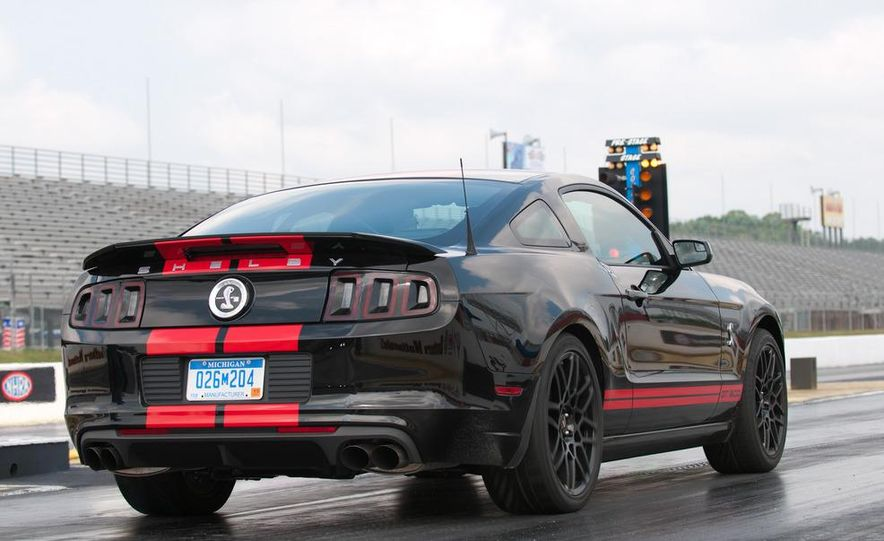 2013 Ford Mustang Shelby GT500 coupe - Slide 23