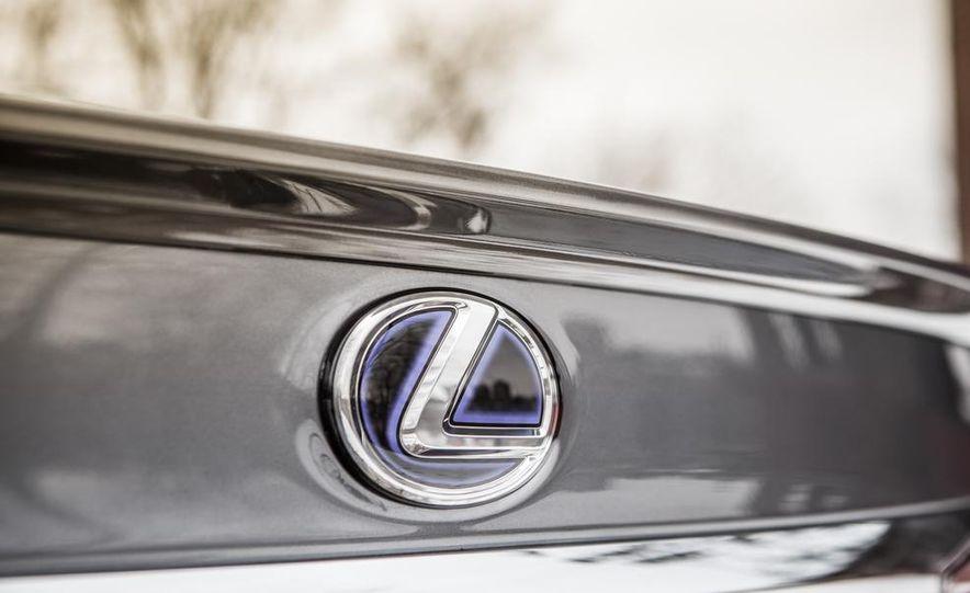 2013 Lexus ES300h - Slide 17