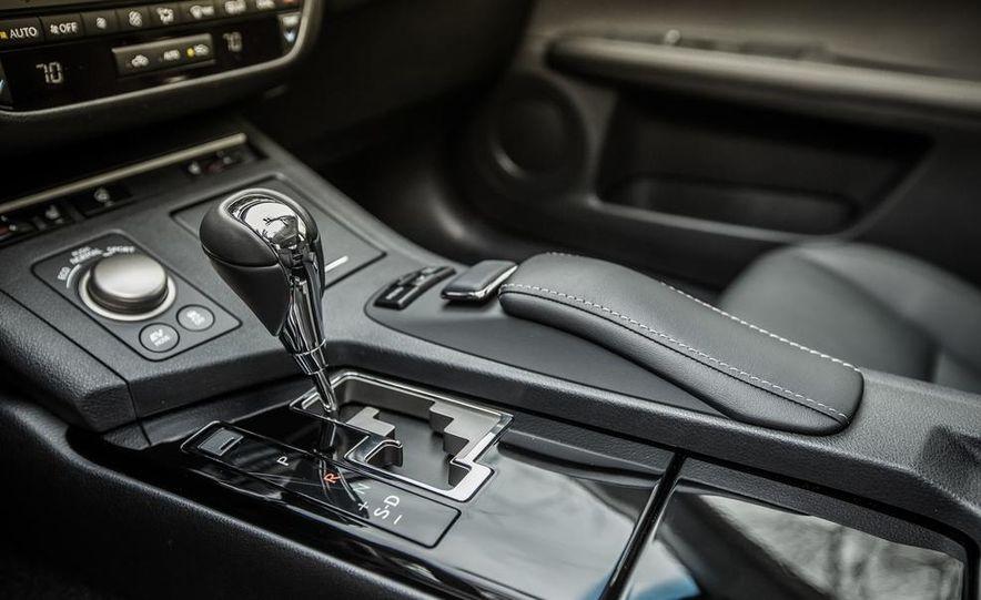 2013 Lexus ES300h - Slide 31