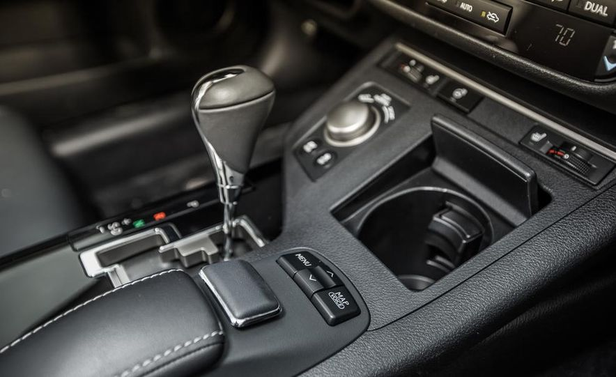 2013 Lexus ES300h - Slide 32