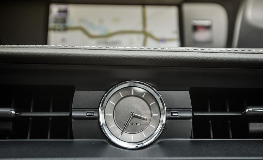 2013 Lexus ES300h - Slide 30