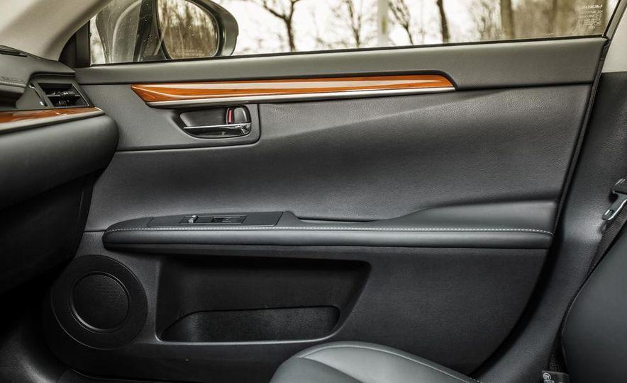 2013 Lexus ES300h - Slide 37